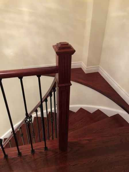Curved staircase with shelf